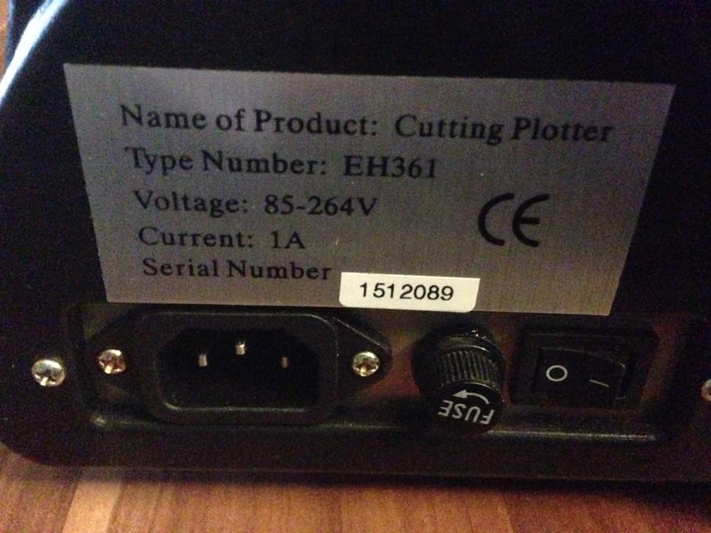 Stromanschluss, Netzteilstecker und Sicherung des Refine EH-361